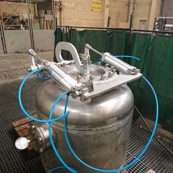 Kompletny zbiornik ciśnieniowy typ ZP3E08R do parownika wstępnego typ ZP4E05