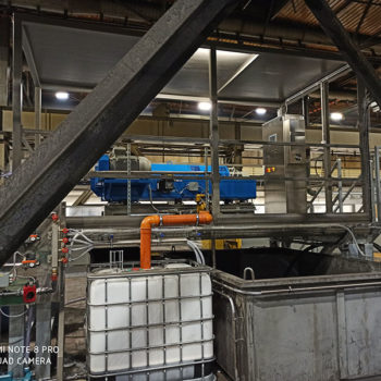 Spomasz zaprojektował i wykonał kompletną stacje klarowania wody technologicznej.